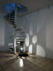 bois flotté installation florence giroud 2011 arcanum with love lampe ajourée
